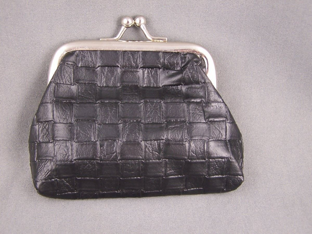 """3.94$  Buy now - http://vipqy.justgood.pw/vig/item.php?t=s6811258921 - Black woven look faux leather coin change purse kiss lock snap top 3.75"""" wide"""