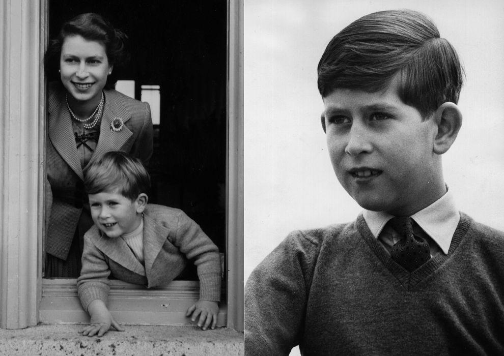 El príncipe Carlos ha declarado en más de una ocasión que no tuvo una infancia del todo feliz, debido a la distancia emocional con sus padres y a las marcadas ausencias de de sus abuelos