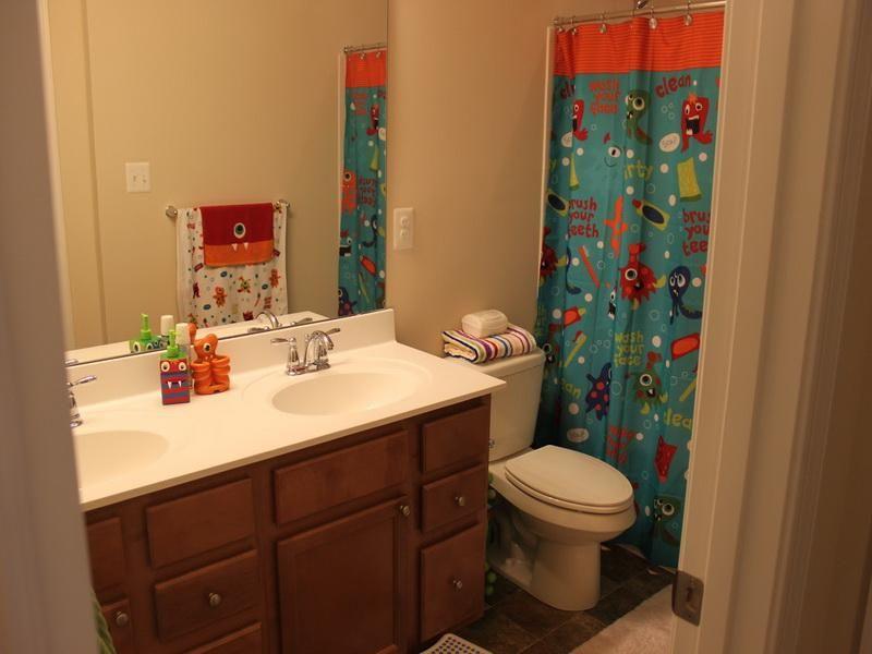 Simple Boys Bathroom Décor