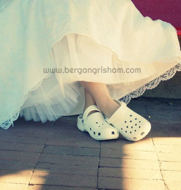 new styles 289a1 95a31 An Autumn Wedding-White Crocs-Wedding Shoes-Unique Wedding ...