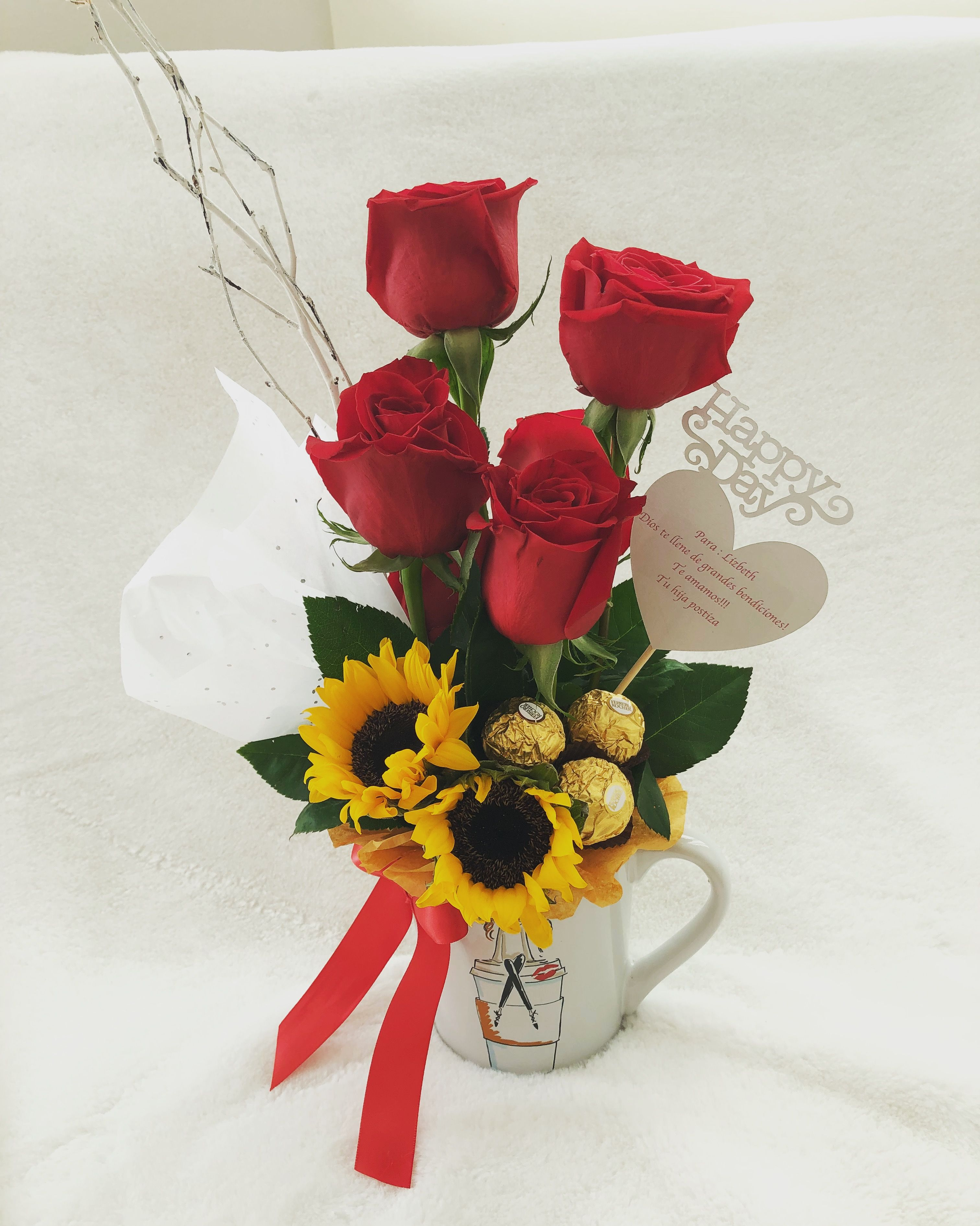 Arreglo Floral En Una Taza Como Base Flores Arreglos