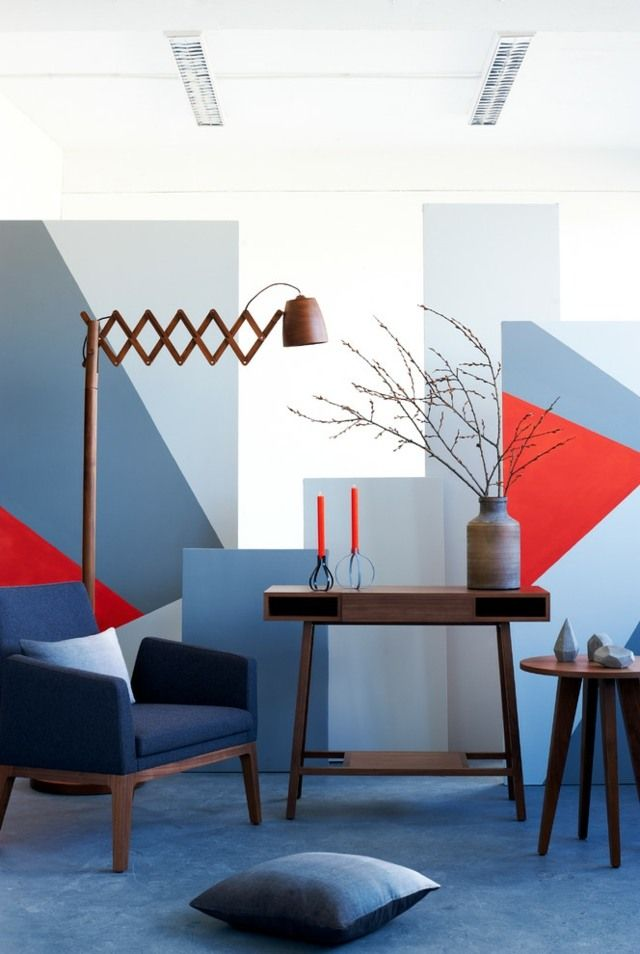 modernes Wohnzimmer Wandgestaltung grau rote blaue Muster deko - wohnzimmer orange grau