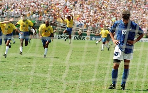 The moment Roberto Baggio handed Brazil the 1994 World Cup. The most talked about penalty miss in the history of football. Baggio is one of the greatest Italian players of all time, but sadly he is remembered for missing the decisive spot kick in the 1994 WC final. Despite that horrible moment in his career he still considered to be one of the greatest. Happy 50th birthday legend! 🎂