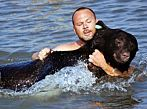 Man saves 375 lbs black bear from drowning (with photos and video)