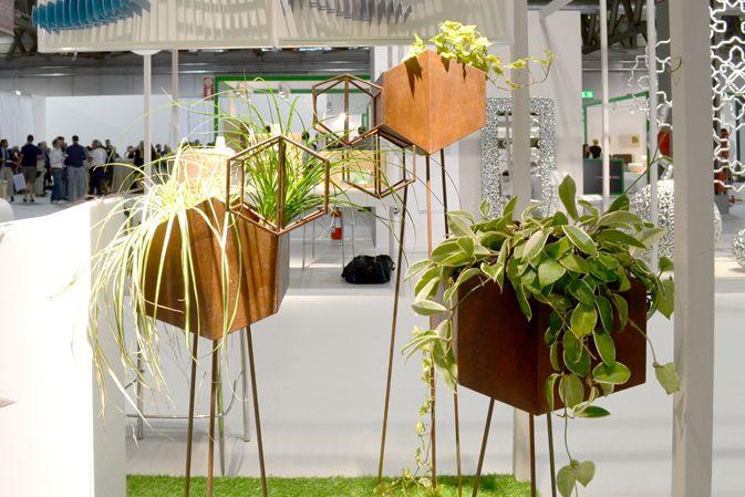 Homi-dewema-valeriacrispo-design-vasi-metallo-piante-portavaso