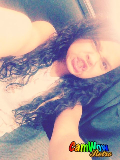Me this is my natural hair I love it to❤