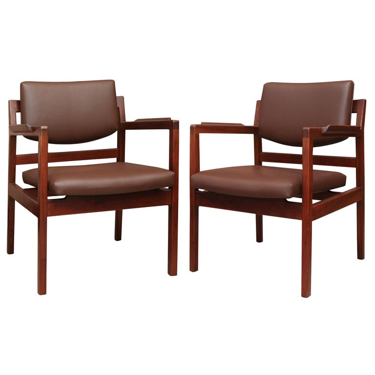 Set of 8 Jens Risom leather dining chairs on solid walnut frames | See more antique and modern Dining Room Chairs at https://www.1stdibs.com/furniture/seating/dining-room-chairs