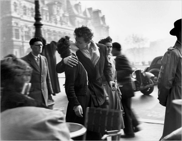 Robert Doisneau's 100th Birthday · Kiss