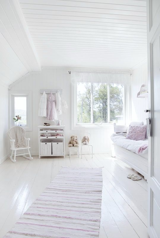 white soft colors in the girl 39 s room kids rooms pinterest sch ner wohnen boden und. Black Bedroom Furniture Sets. Home Design Ideas