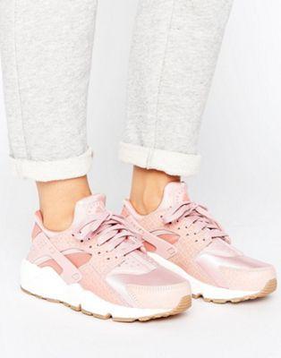 Women Nike Air Huarache Run Premium Trainers In Pink
