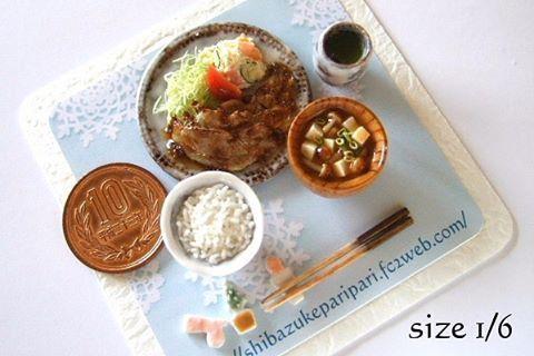 shibazukeparipariのミニチュア。 過去作。 1/6scale ミニチュア 生姜焼き。 樹脂粘土、レジン等で制作。 10円玉と大きさ比較画像あり。 #ミニチュア #食品サンプル #ミニチュアフード #ドール #フェイクフード #生姜焼き #レジン #粘土 #ポテトサラダ #miniature #fake #food #clay #resin #doll