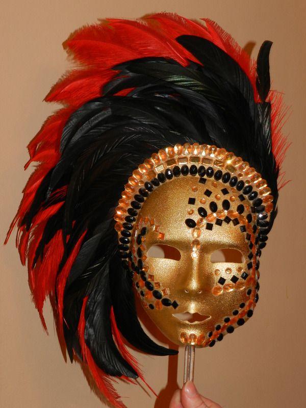 masque style venitien strass plumes de coq d guisement. Black Bedroom Furniture Sets. Home Design Ideas