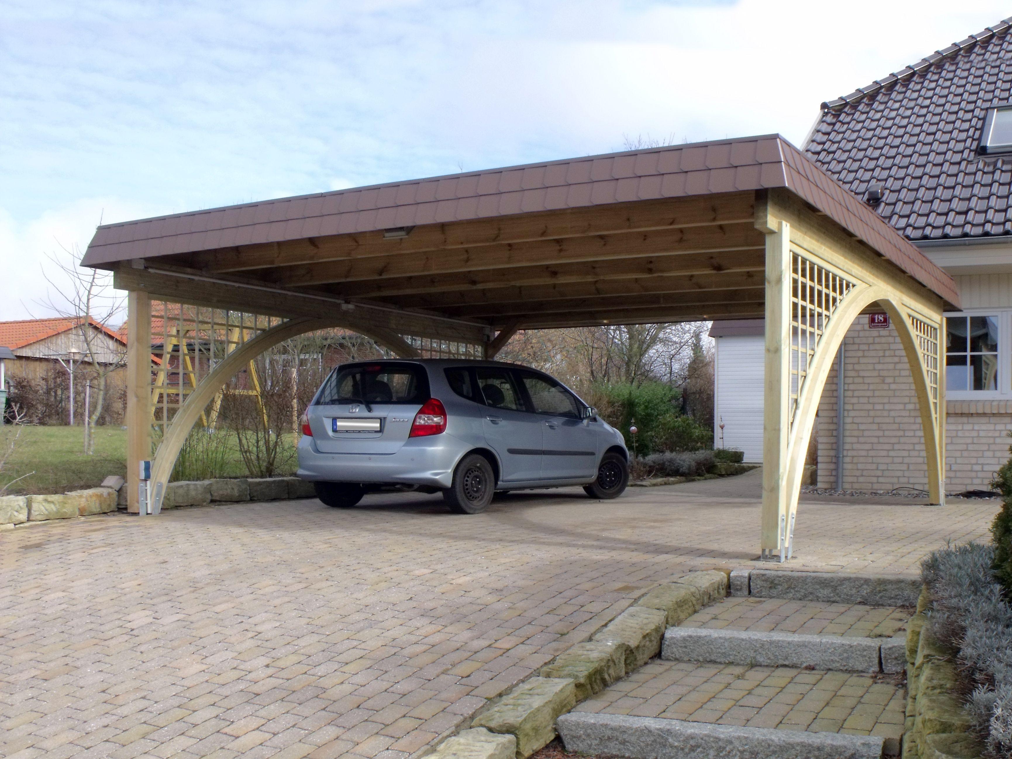 Carport aus Holz für 2 Autos. Beidseitig mit original Brüning ...