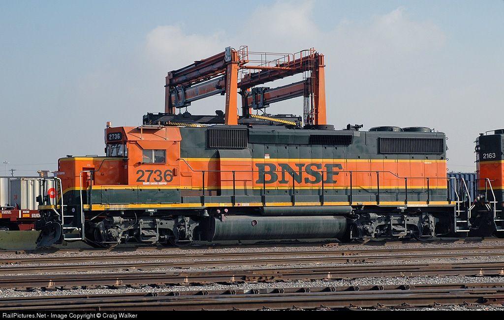 BNSF 2736 BNSF Railway EMD GP392 at Los Angeles