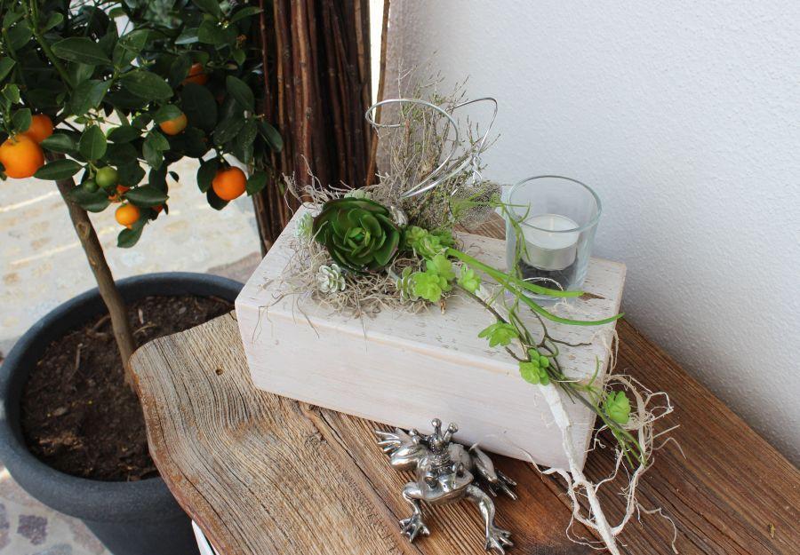td67 tischdeko f r innen und aussen holzblock wei gebeizt dekoriert mit k nstlichen. Black Bedroom Furniture Sets. Home Design Ideas