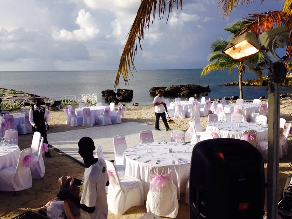 Beach receptions, leave your shoes and come toast with us