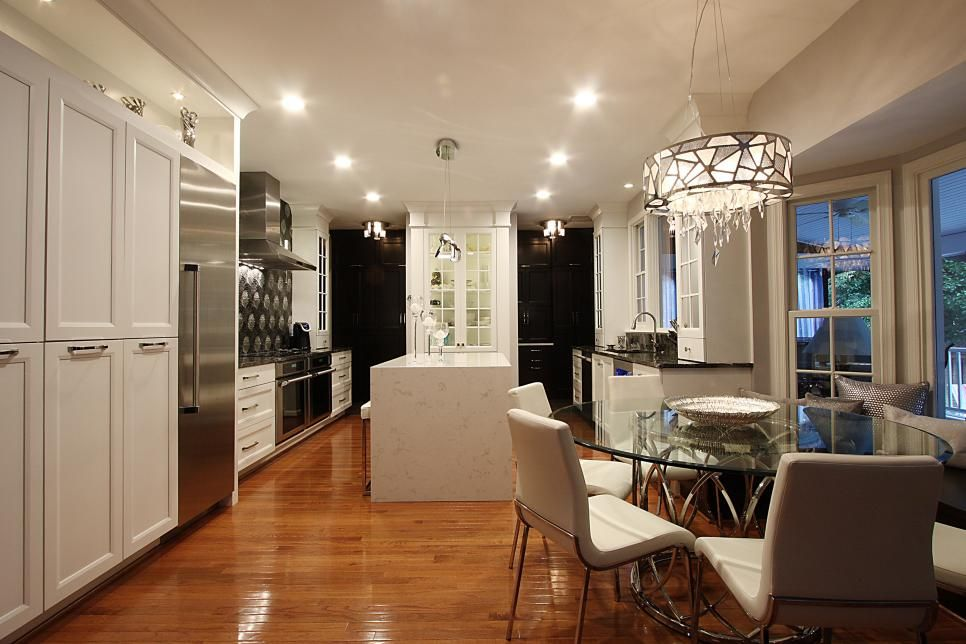 Spacious Eat In Contemporary Kitchen With Stainless