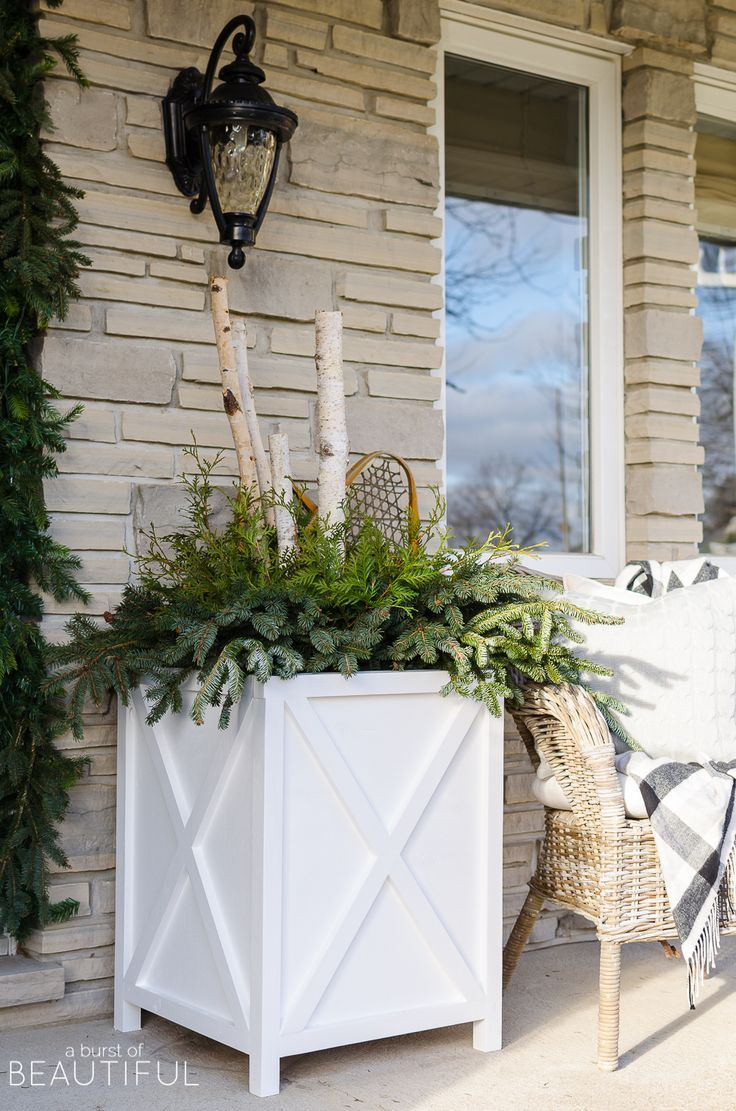Download the free plans to build these beautiful Farmhouse XStyle Planters for your front porch