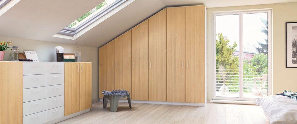 der schrank mit seitlicher schr ge in buche und wei passt genau unter die dachschr ge sowie. Black Bedroom Furniture Sets. Home Design Ideas