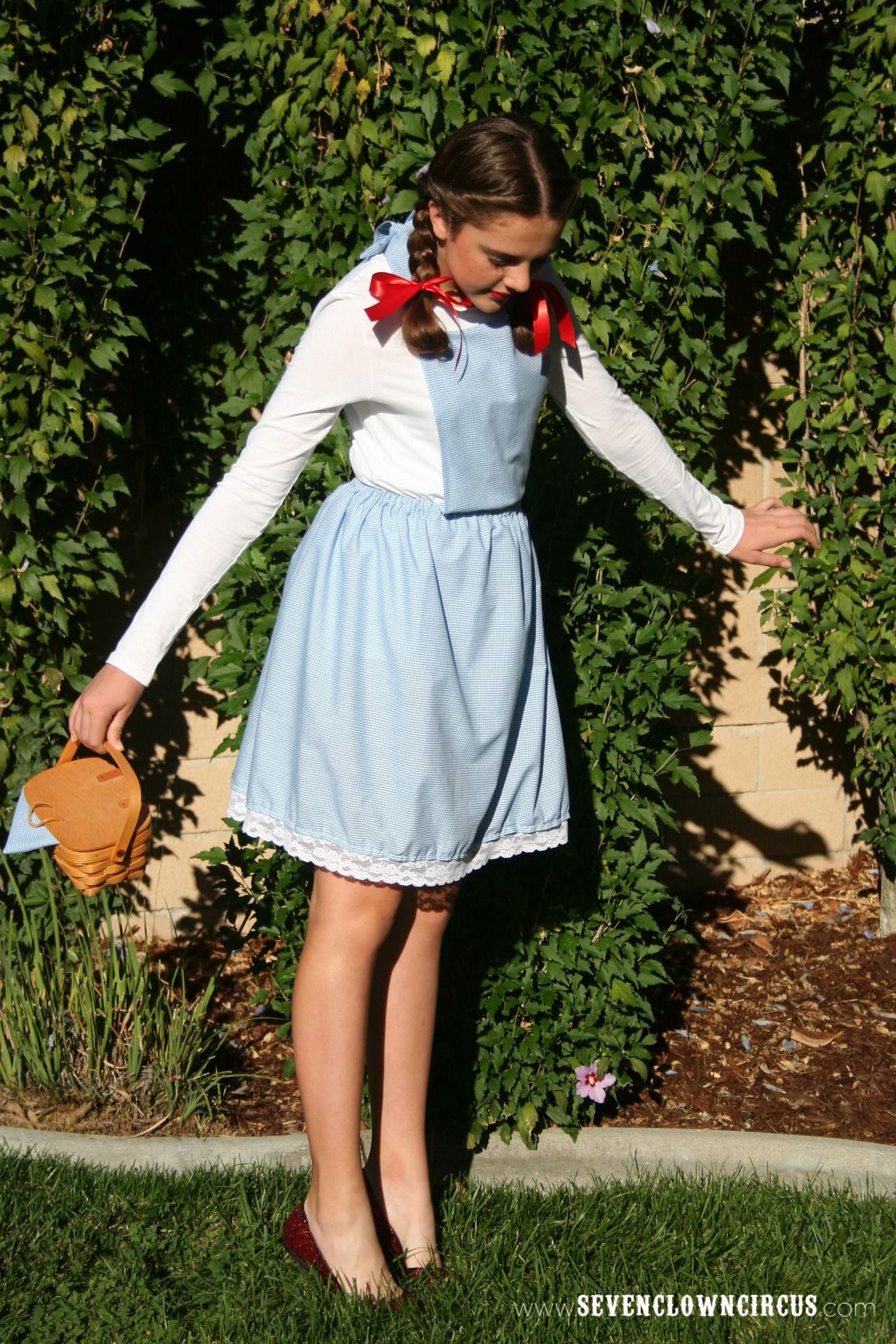 Easy Homemade Dorothy Costume In 2019 Diy Halloween