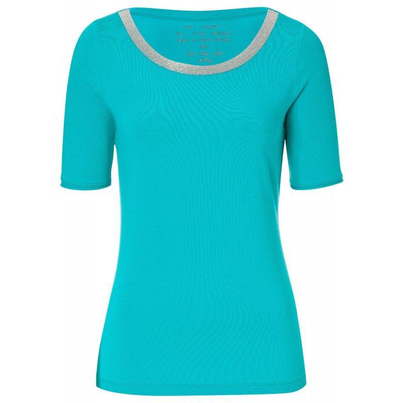 Figurnah geschnittenes T-Shirt aus weichem Jersey mit verlängertem Halbarm und einem kleinen Strass-Logo am Saum. Dekorative Ketten-Details am Halsausschnitt machen es extra feminin.     http://www.laurel.de/de/onlineshop/kollektion/shirts-tops/halbarmshirt-1510-41040-370