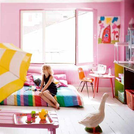 I love the bed on the floor, kids artwork, and the DUCK! | jaylas ...