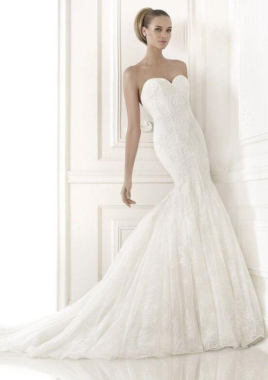 Pronovias Bertina, $1,300 Size: 6 | Sample Wedding Dresses