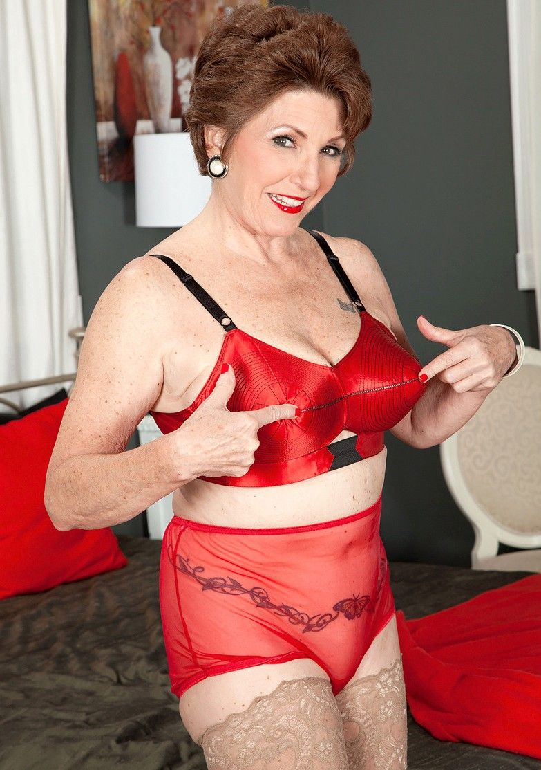 now, here's a mature woman who,her choice of lingerie, is