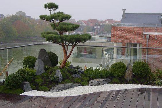 japanischer Garten auf Dachterrasse, traumhaftes Wohnen im Penthouse