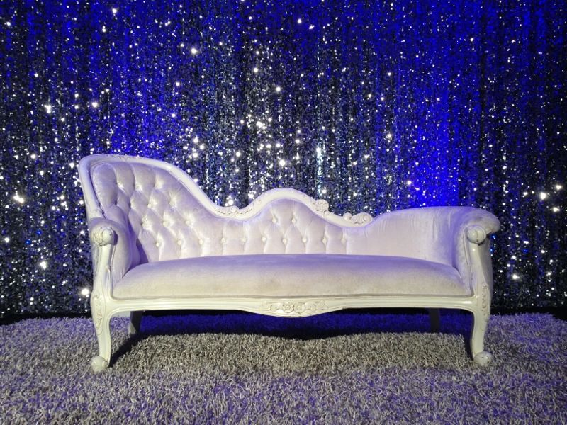 White cream french chaise available for hire at wed on for Chaise longue hire