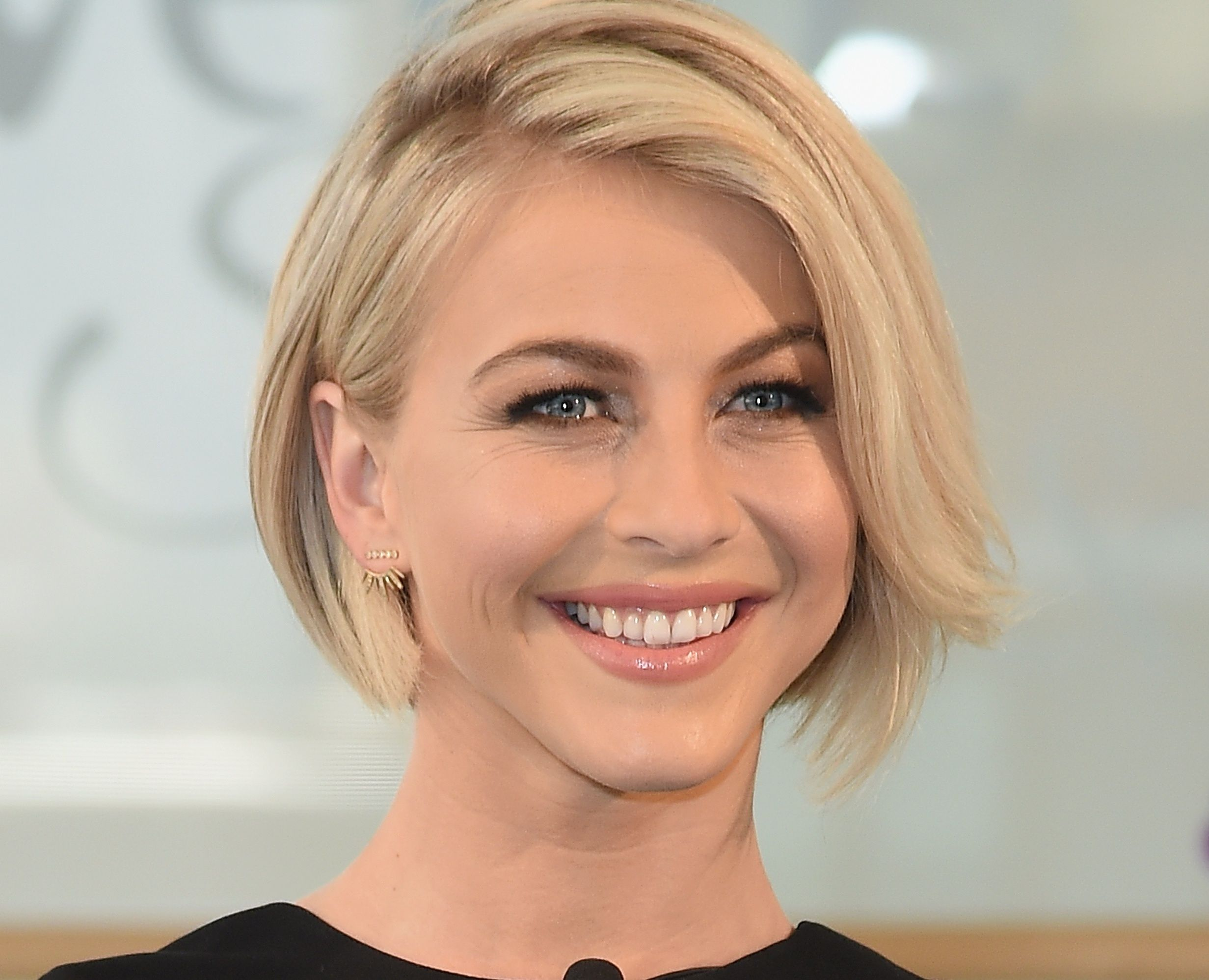 Forum on this topic: Julianne Hough Blunt Medium Straight Hairstyle, julianne-hough-blunt-medium-straight-hairstyle/