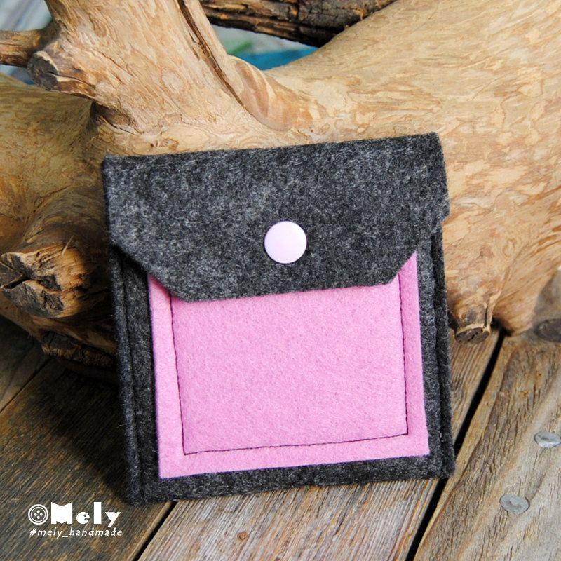 Piccolo portamonete/portatutto da borsa in feltro grigio scuro e taschina in feltro rosa chiaro di MelyHandmade su Etsy