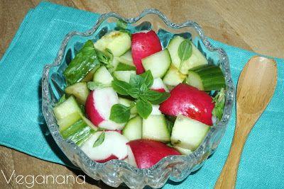 Salada de pepino e rabanete com Manjericão