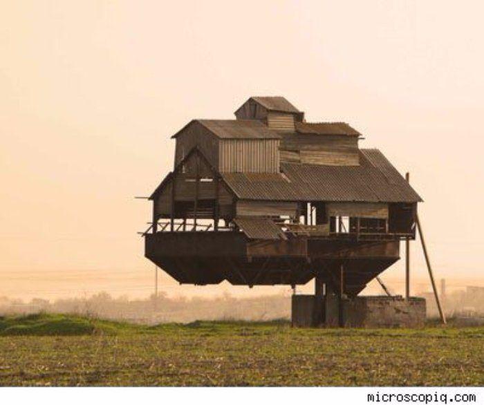 Les 17 maisons les plus extravagantes du monde Bizarre\u2026 Vous avez - Maison En Bois Sur Pilotis