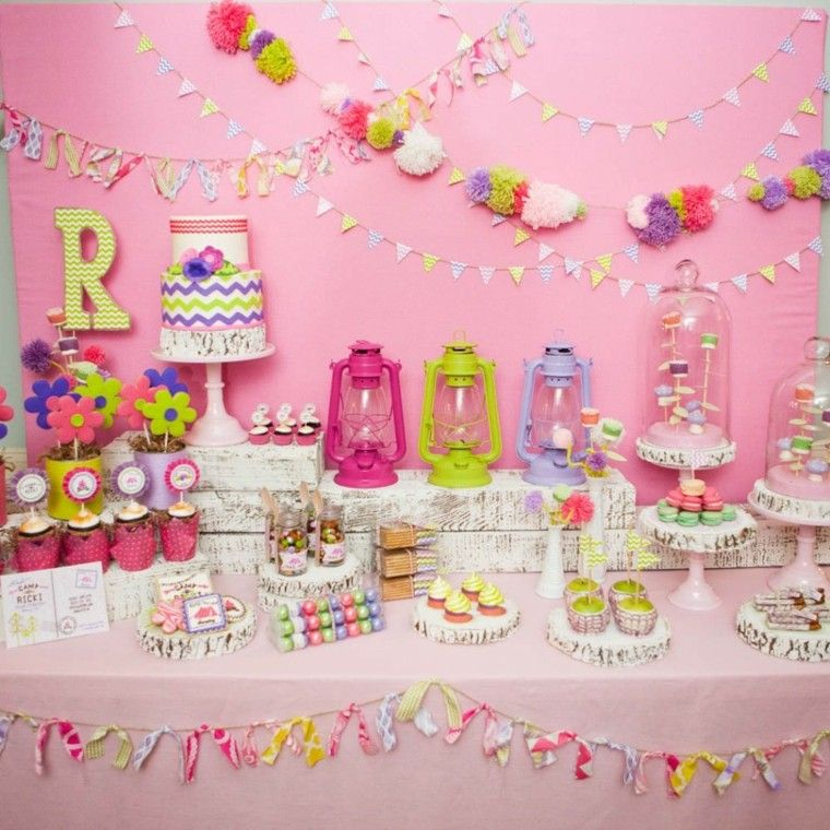 pared y mesa decoradas para la fiesta de cumpleaos