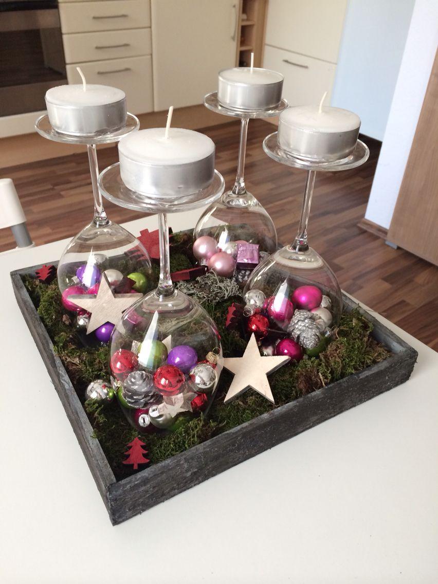 Adventskranz Modern Mit Weinglaser Europäische Weihnachtstraditionen