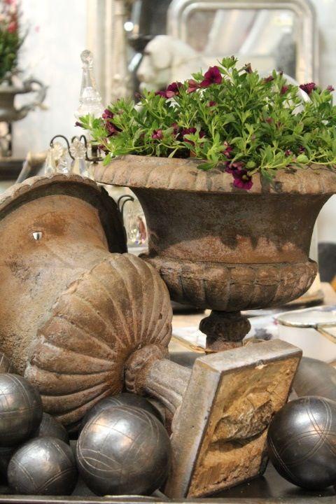 Urns with a beautiful patina!