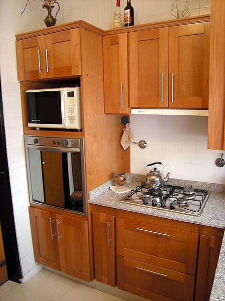 Mueble De Cocina En Cedro Seleccionado Puertas En Cedro Macizo Frente Y Tableros Ench Muebles De Cocina Muebles De Cocina Esquineros Diseno Muebles De Cocina