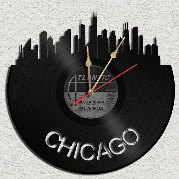 Chicago Theme Vinyl Record Clock Upcycled Vinyl Par Geoartcrafts 22 00 Disque Artisanat De Vinyle Decoration Musique Art Des Disques De Vinyle