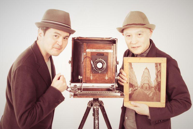 熊谷正の『美・日本写真』(2017/05/02 更新)第142回 写真家 稲垣徳文さん◇今夜の『美・日本写真』は、写真家の稲垣徳文さんをお迎えします。今回は、3月29日(水)から東京・御茶ノ水にある写真専門ギャラリー「gallery bauhaus」で開催中の写真展「HOMMAGE アジェ再訪」をテーマにお話をお聞きします。稲垣さんが写真を始めるきっかけから今回の写真展のテーマであるフランスの写真家・アジェが100年前に撮影したパリの風景や街並みを同じ場所で8X10カメラで撮影した作品についてご紹介して頂きました。どうぞ、お楽しみに!