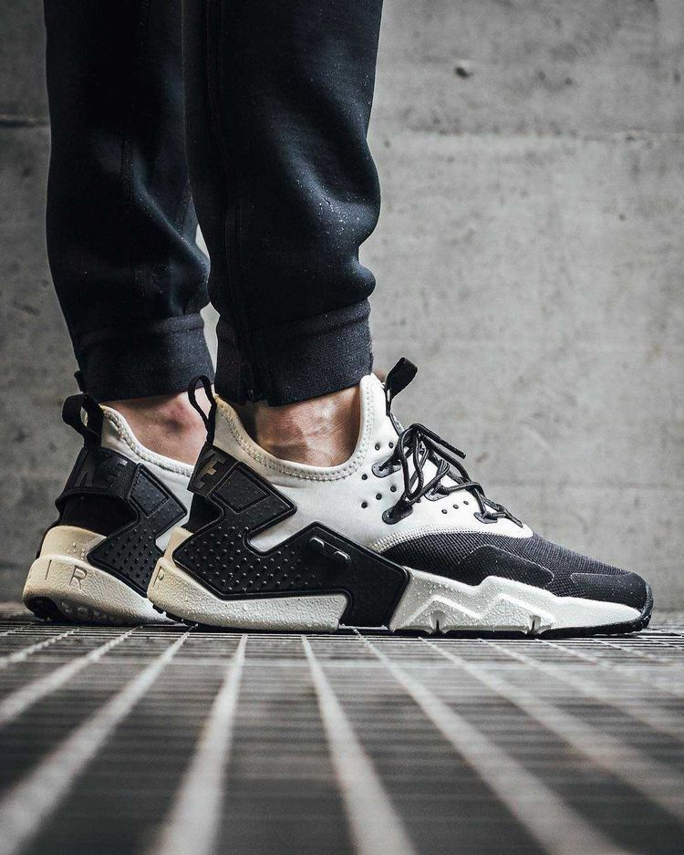 nike huarache drift on feet