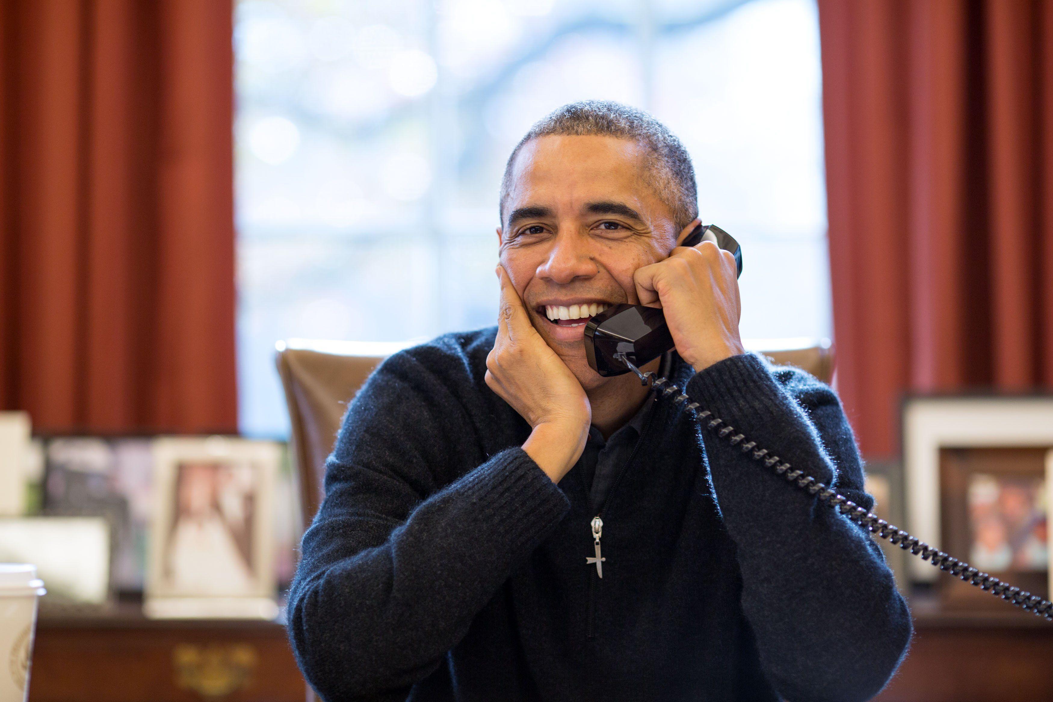 Obama Thanksgiving Call Troops Serve Dinner At Soup Kitchen Dine At White House Barack Obama Barack Michelle Obama