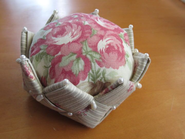 Japanese site, but cool woven basket effect for base of pincushion