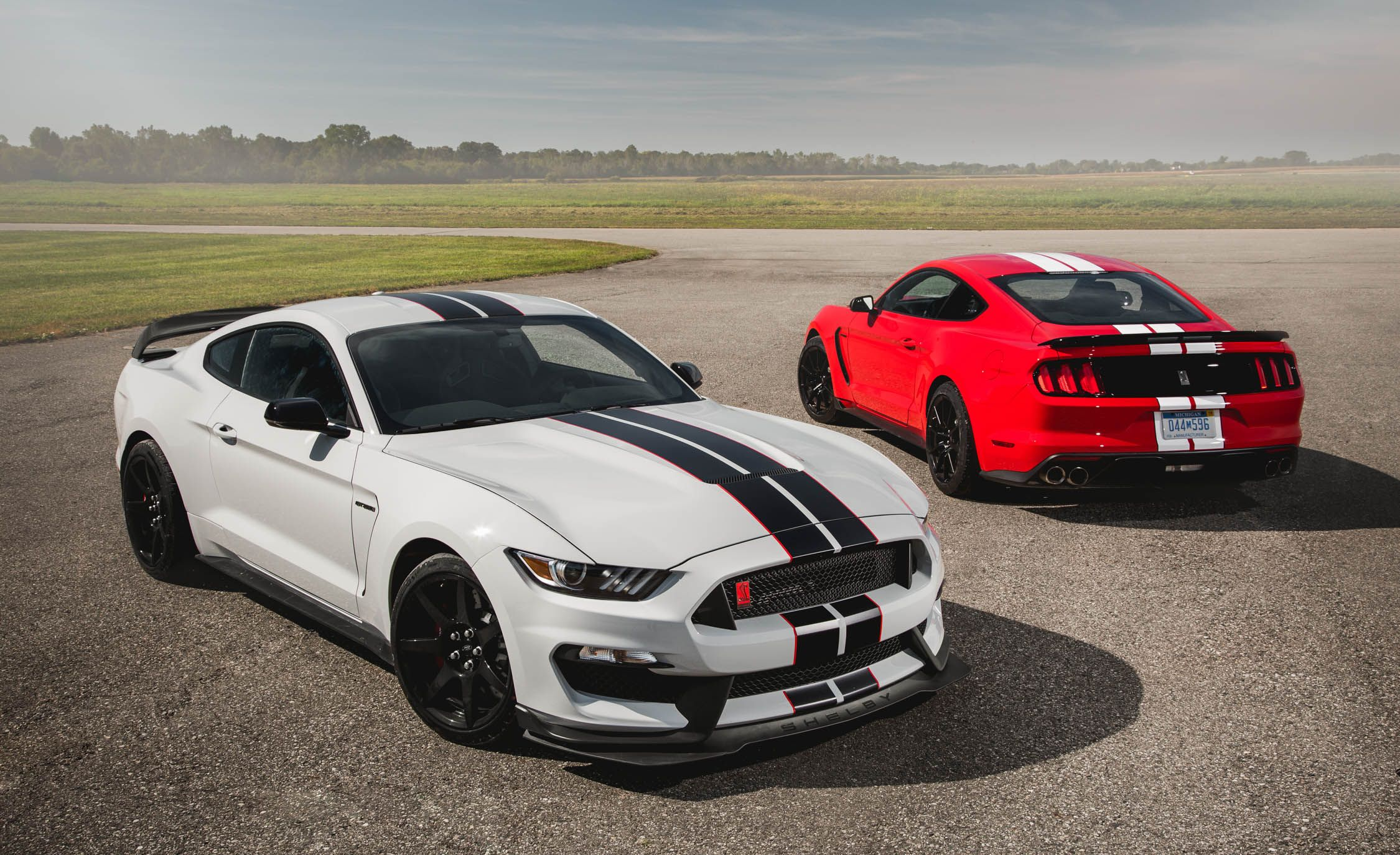 New 2016 Ford Mustang Shelby Gt350r And Gt350 With Images Mustang Shelby Ford Mustang Shelby Gt500 Ford Mustang Shelby