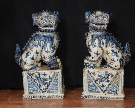 Chinoiserie - Chinese Foo Dogs in Nanking porcelain, from Canonbury Antiques