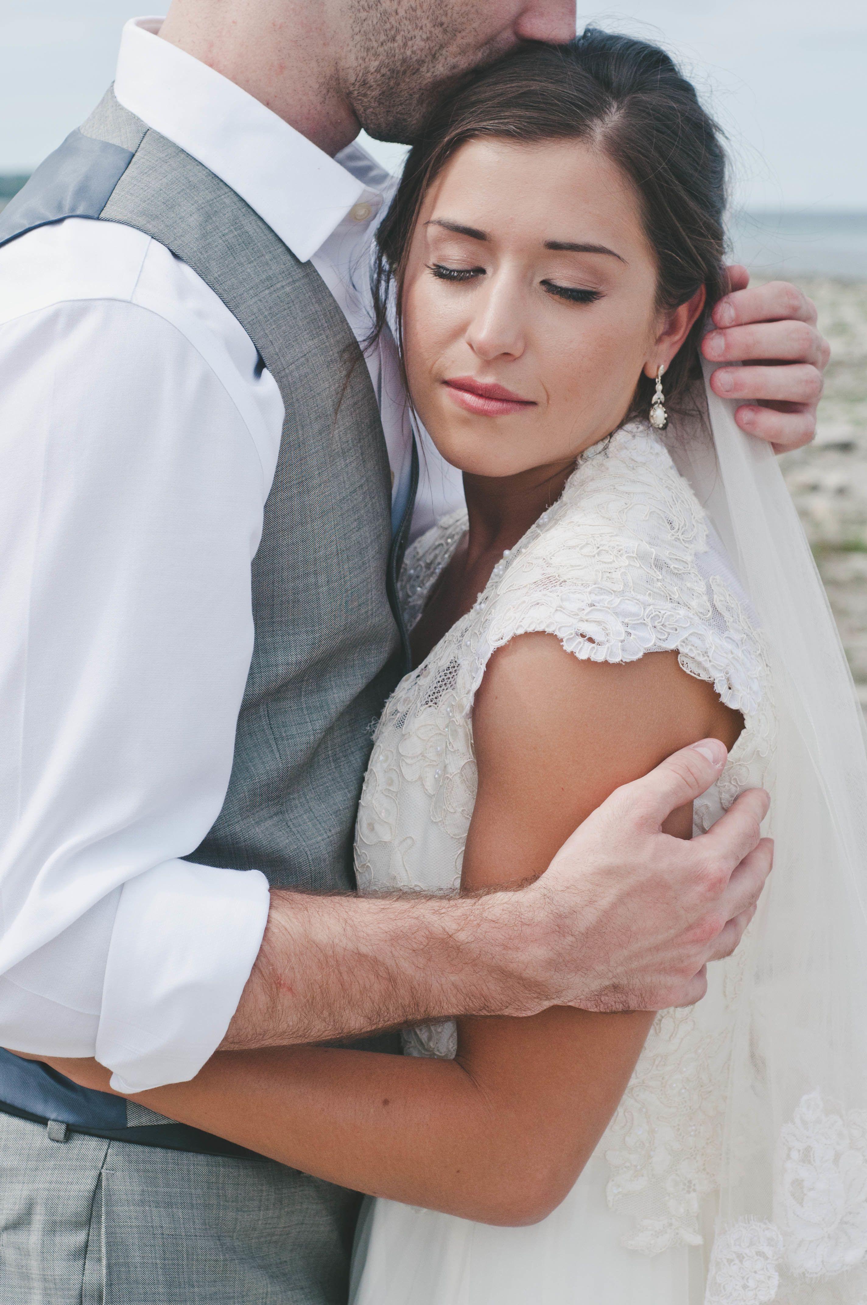 Photography: Swanky Fine Art Weddings - www.swankyfineartweddings.com  Read More: http://www.stylemepretty.com/midwest-weddings/2014/04/23/garden-wedding-by-the-sea/
