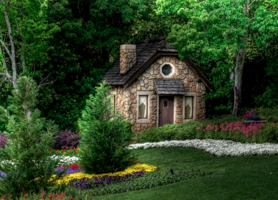 Sometimes it seems like someone must have scattered fairy dust over the blueprints. These nine homes are magical enough to inspire a Disney flick. These are actual homes designed for real people spread across our globe, from California to the deep forests of Norway. Fantastical landscapes embrace these unusual abodes, yielding mythical imagery not often seen in our modern world