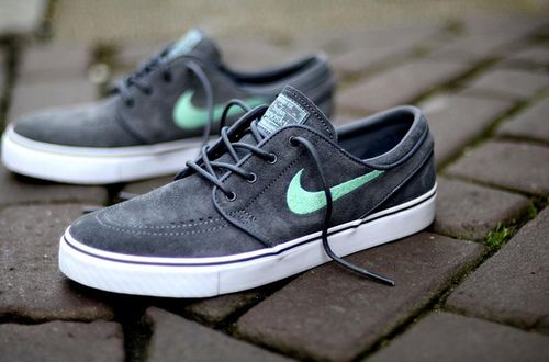 Menos pacífico Deformar  Pin by Tactics on Sneakerheads | Vintage shoes men, Nike sb janoski,  Sneakers nike