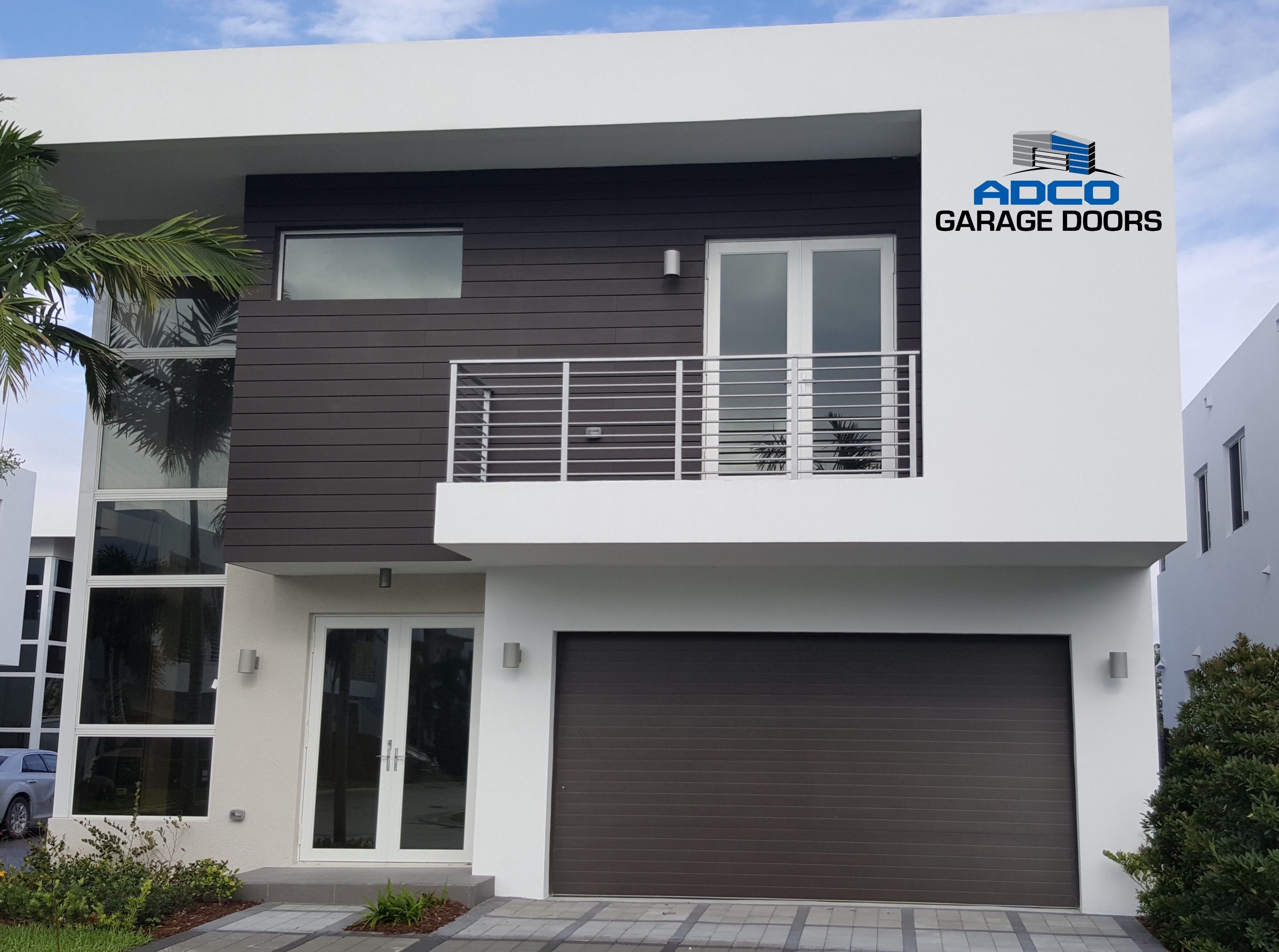 Clopay modern steel collection garage door on a contemporary florida home installed by adco - Collection garage moderne ...
