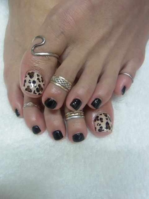 Ok, I'm a ring fiend and have never thought about putting one on a big toe.  Hmmmm  I kinda like it!